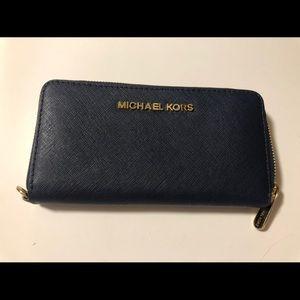 Michael Kors Zipper Wallet Navy almost new!
